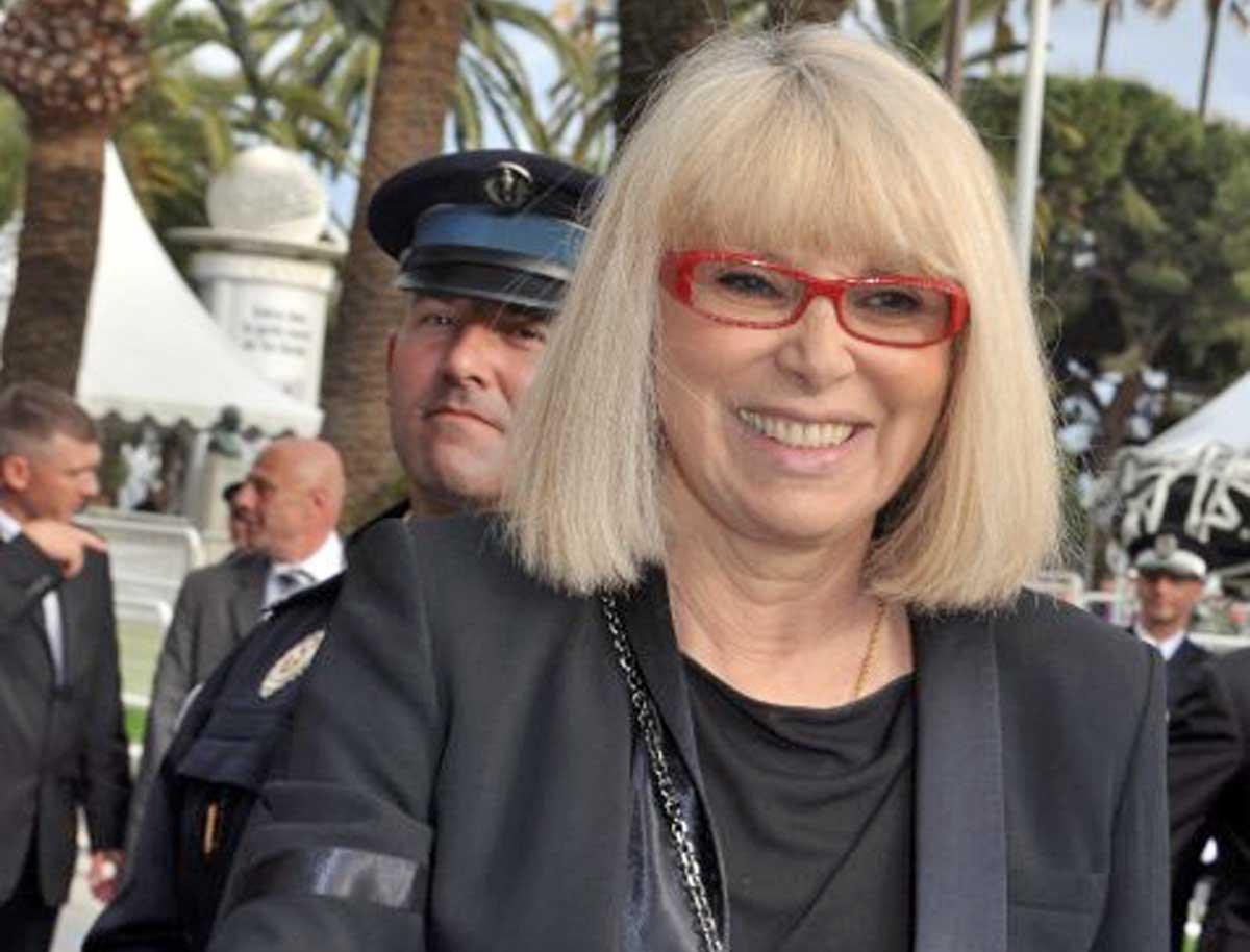 Addio a Mireille Darc, la storica compagna di Alain Delon