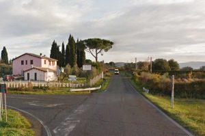 Strada Gradolana - Il bivio per Grotte di Castro sulla provinciale per Gradoli che costeggia il lago di Bolsena
