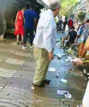Barcellona - Furgone contro la folla
