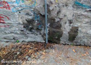 Viterbo - Perdita d'acqua in fondo a via del Ganfione