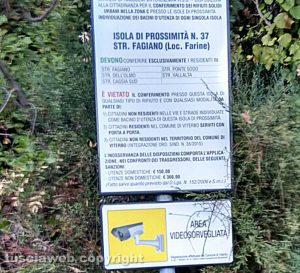 Il cartello in un'isola di prossimità
