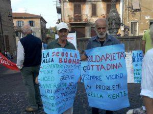 Il sit in di Coordinamento Scuole e Solidarietà Cittadina