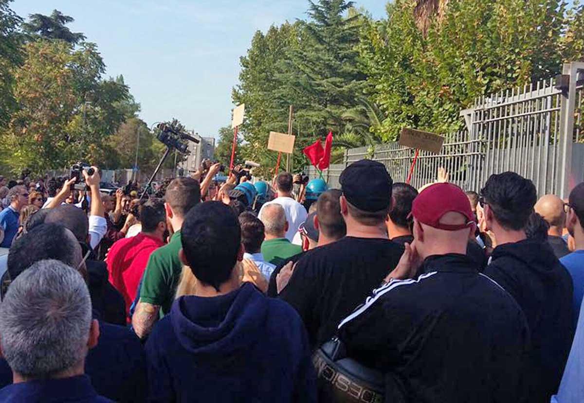 Migranti: tensioni al Tiburtino III, scontri tra sinistra e Casa Pound