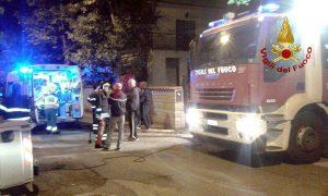 L'intervento dei vigili del fuoco per la donna infilzata nella ringhiera