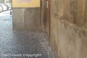 Viterbo - Incuria a via Cardinal La Fontaine