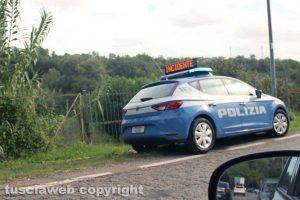 Viterbo - Auto fuori strada finisce in una cunetta in strada Bagni