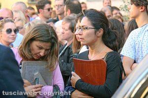 Bagnoregio - I funerali di Elena Maria Coppa - A sinistra la mamma Laura Meassi
