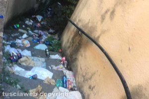 Viterbo - Gli ex bagni pubblici di via Cesare Dobici nel degrado