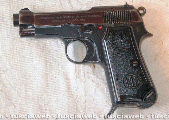 Viterbo - Ai domiciliari con la pistola - L'arma sequestrata dalla polizia