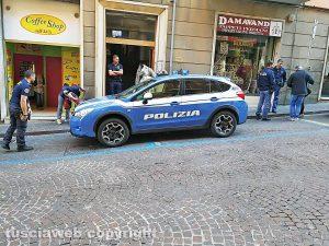 Viterbo - Bombe in una cantina di via Giuseppe Garibaldi - L'intervento delle volanti della polizia