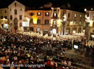 Viterbo - Santa Rosa - I facchini di santa Rosa passano a piazza del Comune
