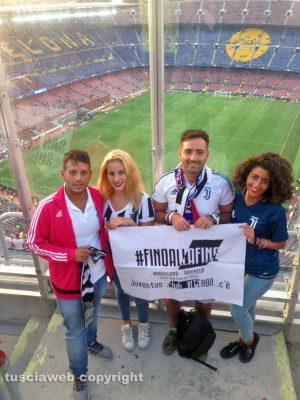 Barcellona - Luigi Ragonesi e alcuni soci dello Juventus club di Viterbo al Camp Nou