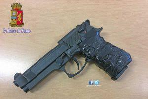 Roma - Polizia - La pistola sequestrata