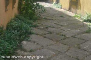Viterbo - Il vicolo di via dell'Orologio vecchio