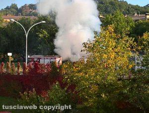 Auto in fiamme a Bagnaia
