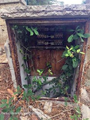 Civitella d'Agliano - La cassetta di deviazione dell'Enel scoperta