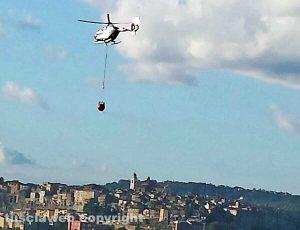 Orte - Incendio boschivo in località San Marco - L'intervento dell'elicottero