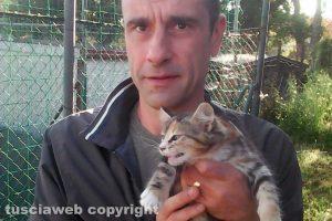 Viterbo - Carlo Cilli e la giovane gattina