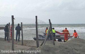 Tarquinia - Le ricerche dell'uomo disperso in mare