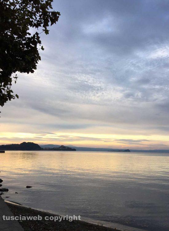 Marta - Tramonto sul lago di Bolsena