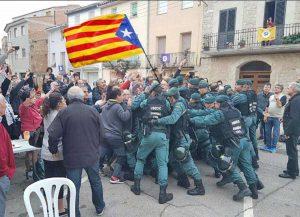 Referendum a Barcellona - Cariche della polizia