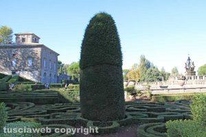 Bagnaia - Villa Lante - Una strana scultura