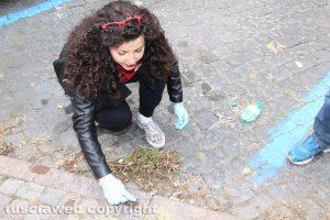 Chiara Frontini al lavoro davanti al Buratti