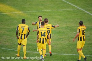 Sport - Calcio - Viterbese - I giocatori esultano al gol di Cenciarelli
