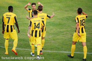 Sport - Calcio - Viterbese - I giocatori esultano per il gol di Cenciarelli