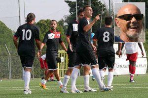 Sport - Calcio - Monterosi - I biancorossi dopo un gol - Nel riquadro: Il presidente Capponi