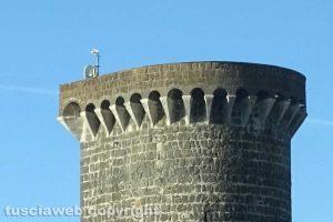 Montalto di Castro - Antenna con parabola in cima al castello di Vulci