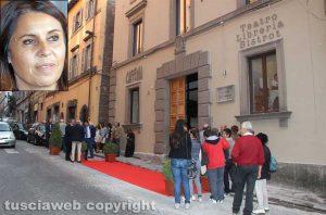 Viterbo - Il teatro Caffeina - Nel riquadro l'assessora Sonia Perà
