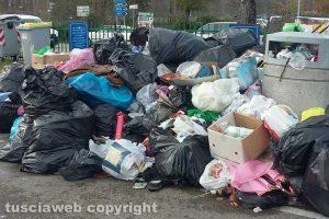 Viterbo - Cumuli di rifiuti