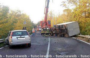 Viterbo - Frontale auto-furgone sulla Cassia sud