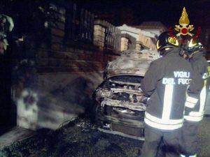 Civitavecchia - Auto in fiamme