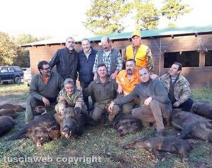 La squadra che ieri ha abbattuto i cinghiali a Tuscania