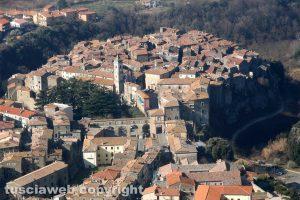 Foto aerea del centro storico di Farnese