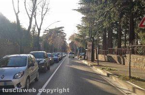 Viterbo - Donna investita da un'auto alla Quercia - Il traffico su viale Trieste
