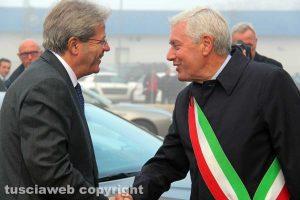 Il premier Paolo Gentiloni e il sindaco Leonardo Michelini