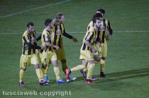 Sport - Calcio - Viterbese - L'esultanza dei gialloblù dopo il gol