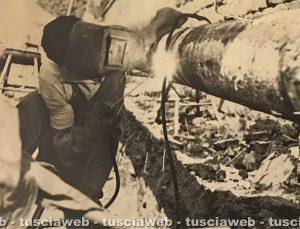 Viterbo - Come eravamo - Anni '60-'70 - Fulvio Cappelli salda la tubazione del gas