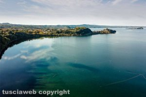 Marta - Il lago di Bolsena visto da un drone