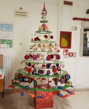 L'albero di Natale dell'istituto comprensivo Ellera