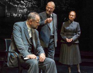 """Massimo Popolizio, Umberto Orsini, Giuliana Lojodice in """"Copenhagen"""""""