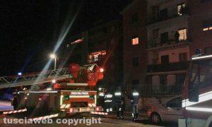 Viterbo - Via Santa Lucia - I Vigili del fuoco sul posto - Si ipotizza il duplice omicidio