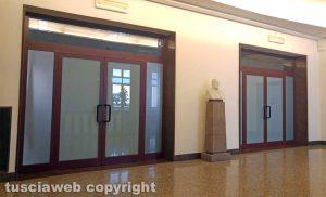 Viterbo - Provincia - Palazzo Gentili - L'ingresso della sala del consiglio