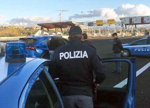 Polizia al casello autostradale di Orte
