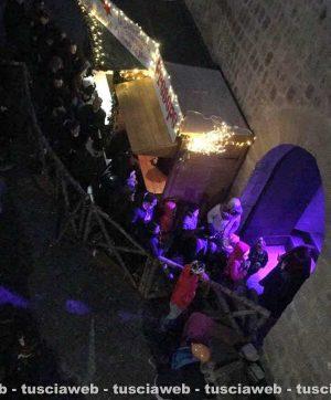 I turisti al Christmas village per il ponte dell'Immacolata
