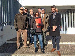 Gli esponenti del Movimento 5 stelle di Montefiascone e dei meetup di Marta, Bolsena e Tuscania all'uscita dalla procura di Viterbo