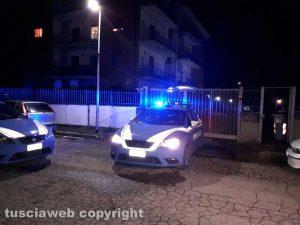 Viterbo - Via Santa Lucia - La polizia sul posto - Si ipotizza il duplice omicidio